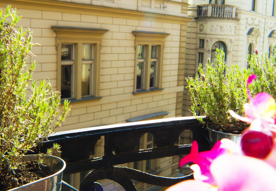 SUPER CHIC Suite with Balcony - Golden Stars Budapest ...